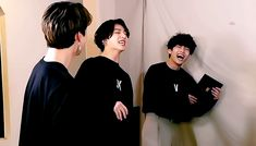 Animated gif discovered by ɢᴏʟᴅᴇɴ ɪᴅᴏʟ⁷. Find images and videos about gif, bts and jungkook on We Heart It - the app to get lost in what you love. Jimin Jungkook, Bts Taehyung, Bts Bangtan Boy, Park Ji Min, Vmin, Bts Love, Gif Dance, Bts Maknae Line, Bts Chibi
