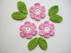 Häkelapplikationen - Häkelapplikation, Häkelblumen mit Blättern - ein Designerstück von Hannis-Schatzkiste bei DaWanda