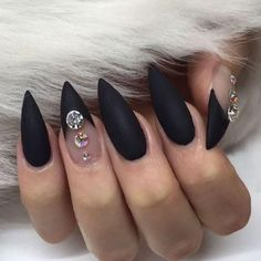 Best Black Stiletto Nails Designs For Your Halloween; Black nails; nail Best Black Stiletto Nails Designs For Your Halloween Black Almond Nails, Black Nails With Glitter, Black Stiletto Nails, Black Nail Art, Black Stilettos, Pink Nails, Matte Black, Maroon Nails, Long Black Nails