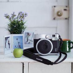 Fuji Instax Mini 90 Instant Camera met film