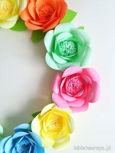 Tutorial (w formie wideo) prezentujący sposób produkcji papierowych róż :)   #róża #róże #rose #roses #kwiat #kwiatek #kwiatki #kwiaty #flower #flowers #diy #zróbtosam #handmade #tutorial #poradnik #jakzrobić #howto #sposóbwykonania #instrukcja #instruction #lubietworzyc #bog #craft #crafts #papercraft #papercrafts #papierowekwiaty #paperflowers #papieroweróże #paperroses #wideo #video #film #filmik #movie #YouTube #youtube