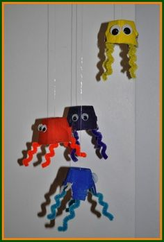 Come and make a home-made mobile with our octopus crafts for kids!
