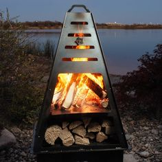 Chiminea On Wood Deck . Chiminea On Wood Deck . Such A Gorgeous External Fireplace for More Inspiration Metal Chiminea, Chiminea Fire Pit, Gas Fire Pit Table, Fire Pits, Backyard Bbq Pit, Modern Outdoor Fireplace, Outdoor Fireplaces, Corner Gas Fireplace, Fire Pit Designs