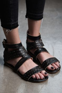 The black ARTEMIS sandal is just what you wardrobe was looking for this spring.