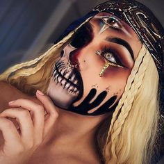Haven't got a Halloween costume yet? Check out these unique Halloween makeup ideas instead(Page of results Halloween Inspo, Halloween Makeup Looks, Halloween Kostüm, Halloween Cosplay, Halloween Costumes, Halloween Tutorial, Couple Costumes, Horror Makeup, Scary Makeup