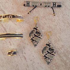 Bijoux disponibles sur le e-shop (lien direct dans la bio ) #peaudanne #perles #diy #jewelry #bracelet #bijoux #madewithlove #madeinfrance #faitmain #handmade #jenfiledesperlesetjassume #miyuki #tissageperles #jenfiledesperlesetjassume #bouclesdoreilles #brickstitch #peyote #kaki #cuir