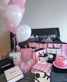 Imagem de chanel, pink, and victoria secret Birthday Goals, 21st Birthday, Birthday Presents, Birthday Wishes, Girl Birthday, Birthday Ideas, Victoria Secrets, Victoria Secret Pink, Victoria Secret Bedroom