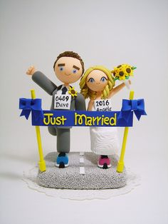 Marathon runners theme Custom wedding cake topper by Clayphory on Etsy https://www.etsy.com/listing/226270104/marathon-runners-theme-custom-wedding