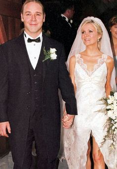 Russell Crowe and Danielle Spencer m. April 7, 2003-present (seperated) in Nana Glen, Australia