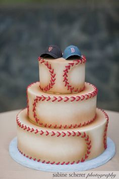 Cool baseball cake for boys age 1 - Also a great idea for a Groom's cake at the right wedding. Fancy Cakes, Cute Cakes, Pretty Cakes, Baseball Wedding Cakes, Baseball Party, Baseball Cakes, Baseball Grooms Cake, Uk Baseball, Baseball Couples