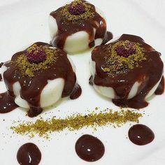 Merak etmeyin çikolatayı unutmadık! Creme Caramel, Oreo, Panna Cotta, Pudding, Ethnic Recipes, Desserts, Food, Turkish People, Amigurumi