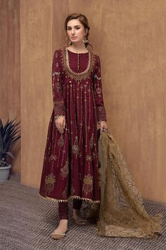 MariaB Designer Dress in Maroon Color in Stylish Design emblazoned with thread embroidery, motifs on organza fabric. Buy MariaB Designer Dress Online in USA. Pakistani Fancy Dresses, Beautiful Pakistani Dresses, Pakistani Bridal Dresses, Pakistani Dress Design, Pakistani Outfits, Bridal Dupatta, Nikkah Dress, Party Wear Dresses, Event Dresses