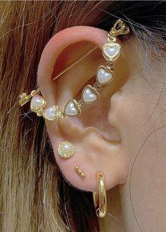 Ear Jewelry, Cute Jewelry, Body Jewelry, Jewelry Accessories, Jewlery, Pretty Ear Piercings, Three Ear Piercings, Grunge Jewelry, Bling