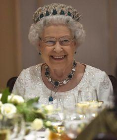 """la tiare """"grande duchesse Vladimir"""" - peut être portée telle quelle ou avec des perles ou des émeraudes"""