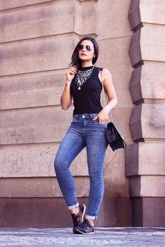 Jeans com têb=nis- usar tenis no dia a dia com jeans- look despojado