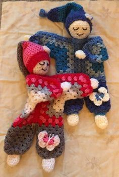 Mantitas de apego y guardapijamas ¡magníficas ideas! | Otakulandia.es Easy Crochet Patterns, Crochet Patterns Amigurumi, Doll Patterns, Crochet Lovey, Crochet Granny, Knitted Dolls, Crochet Dolls, Crochet Crafts, Crochet Projects