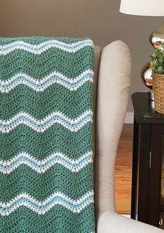 Quick and Easy Crochet Pattern - Easy Crochet Blanket with Texture - Daisy Cottage Designs Free Heart Crochet Pattern, Chevron Crochet Patterns, Crochet Throw Pattern, Crochet Ripple Blanket, Granny Square Crochet Pattern, Double Crochet, Chevron Blanket, Crochet Tote, Square Blanket