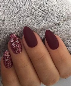 Trendy Manicure Ideas In Fall Nail Colors;Purple Nails; Fall Nai… Trendy Manicure Ideas In Fall Nail Colors;Purple Nails; Sparkle Nails, Glitter Nail Art, Glitter Eyeliner, Glitter Dust, Red Nails With Glitter, Glitter Nail Designs, Acrylic Nail Designs Classy, Glitter Accent Nails, Glitter Flats