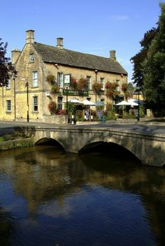 The riverside Kingsbridge Inn at Bourton-on-the-Water, one of many pleasant small towns in the Cotswolds. Photo: Tony Pleavin, VisitBritain