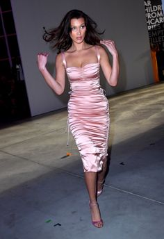 Can Bella Hadid Bring Back This Extremely Footwear Trend? - Can Bella Hadid Bring Back This Extremely Footwear Trend? Bella Hadid Outfits, Bella Hadid Style, Gigi Hadid Dresses, Foto Fashion, Runway Fashion, Fashion Outfits, Fashion Bella, Fashion Women, Daily Fashion