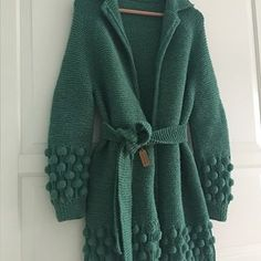 This Pin was discovered by nit Knitted Cape, Crochet Coat, Crochet Cardigan, Crochet Clothes, Long Cardigan, Baby Knitting Patterns, Knit Fashion, Sweater Fashion, Fashion Project