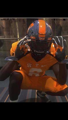 Tn Vols Football, Tennessee Volunteers Football, Tennessee Football, University Of Tennessee, College Football, Cool Football Helmets, Football Uniforms, Orange Country, Professional Football Teams