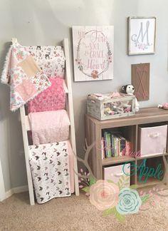 Chunky Blanket Ladder in Baby Girl Nursery. Rustic Source by therusticapple Baby Bedroom, Nursery Room, Girl Nursery, Girls Bedroom, Baby Rooms, Kids Rooms, Blanket Ladder, Rustic Nursery, Rustic Baby Nurseries
