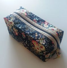 Fat Quarter Projects, Small Sewing Projects, Pouch, Wallet, Sewing Class, Sewing Tutorials, Fabric Crafts, Hand Sewing, Panda