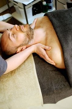 The Best Spa in Hyderabad Offers Various Massage and Spa Therapies. Call on 9247020202 and Book Body Massage for Men & Women in Jubilee Hills Massage For Men, Spa Massage, Massage Therapy, Massage Images, Massage Pictures, Spa Images, Free Images, Craniosacral Therapy, Neuromuscular Therapy