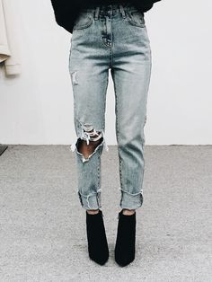 Neeeeed jeans like this  but I want them to fit snuggy on the bum AND be long enough so...