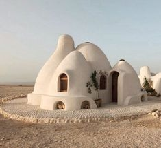 DIY home! Developed by Iranian-American architect Nader Khalili in the the Superadobe is easy (and inexpensive) to build—sandbags,… Interior Architecture, Interior And Exterior, Interior Design, Residential Architecture, Landscape Architecture, Modern Interior, Wonderful Places, Beautiful Places, Amazing Places