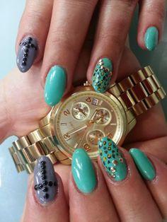 Uñas acrílicas decoradas con esmalte permanente gris y turquesa con decoración de cruces y animal print  Más trabajos en http://www.facebook.com/patriciajimeneznails  #nails #nailart #nailpolish #uñas #manicura #manicure
