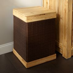 Hinged Lid Bamboo Clothes Hamper with Liner