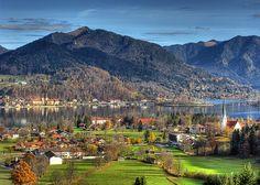 Tegernsee ~ Bad Wiessee, Bavaria, Germany  by Digitaler Lumpensammler Die Schönheit des Herbstes entdecken bei einem erholsamen #Kurzurlaub am #Tegernsee.