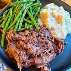 Oh u know just a super cas Sunday dinner on a Friday night. Potroast that I cooked in my Dutch oven for 6 hours today in the oven and caulimash and bacon garlic green beans. Simply Keto, Garlic Green Beans, Keto Recipes, Healthy Recipes, Keto Dinner, Lose Fat, Get Healthy, Healthy Lifestyle, Bacon