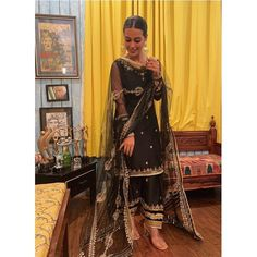 Newly wed Iqra Aziz enjoying post wedding dawat by her mom in black kurta shalwar by Kalamkari Dresses, Shadi Dresses, Indian Dresses, Pakistani Bridal Dresses, Pakistani Dress Design, Pakistani Outfits, Pakistani Shadi, Punjabi Wedding, Pakistani Suits Online