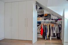 Kast onder schuin dak op maat? Uw droomkast bij M-interieur Under Stairs, Walk In Closet, Dressing Room, House, Attic, Home Decor, Walking, Image, Blog