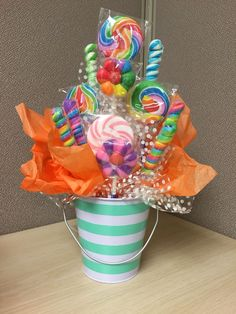 Candy bouquet I like that Candy Theme Birthday Party, Candy Party, Birthday Party Decorations, Candy Bouquet Birthday, Carnival Birthday, Birthday Parties, Candy Arrangements, Candy Centerpieces, Unicorn Party