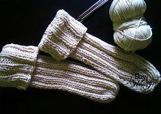 Teje los Calcetines más fáciles que hay con dos agujas o palitos Lynn Davis, Fingerless Gloves, Arm Warmers, Stuff To Do, Knit Crochet, Socks, Wool, Stitch, Knitting