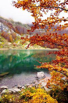 autumn - the emerald lake