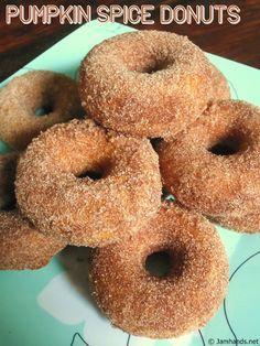 Pumpkin Donuts Recipe, Homemade Donuts, Pumpkin Recipes, Coffee Recipes, Donut Maker Recipes, Baked Donut Recipes, Mini Doughnuts, Baked Donuts, Doughnut Pan