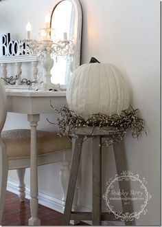 2014 Shabby BOO and candles decor mirror ideas - Fall Pumpkin, Halloween White Pumpkins, Painted Pumpkins, Fall Pumpkins, Shabby Chic Fall, Shabby Chic Decor, Fall Home Decor, Autumn Home, Chic Halloween, Halloween Candles