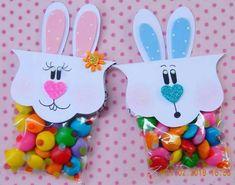 lembrancinhas de páscoa para escola com sacolinhas de balas Easter Sale, Easter Bunny, Craft Gifts, Diy Gifts, Diy And Crafts, Paper Crafts, Easter Gift Baskets, Easter Holidays, Candy Gifts