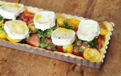French tomato tart - French tomato tart – piece by piece - Rum Recipes, Alcohol Recipes, Cooking Recipes, Healthy Recipes, Easy Alcoholic Drinks, Quiches, Lunches And Dinners, Yummy Snacks, Food Porn