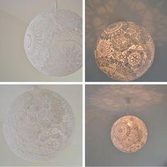 suspension design réalisée en dentelle au crochet / Tuto et diy. C'est un luminaire agréable et doux qui donnera de la chaleur à une pièce et l'éclairera avec de jolis motifs en dentelle. Un must dans une chambre romantique...