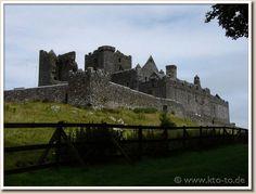 Rock of Cashel - Brian Boru's dwelling Brian Boru, Ireland Homes, Monument Valley, Places Ive Been, Scotland, Castle, British, Lineage, World