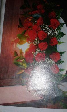 Tradicional centro de rosas rojas