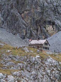 swiss-mountain-refuges-simone-rosenberg-06
