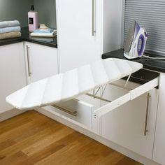 Otro ejemplo de integración de la tabla de planchar en mueble