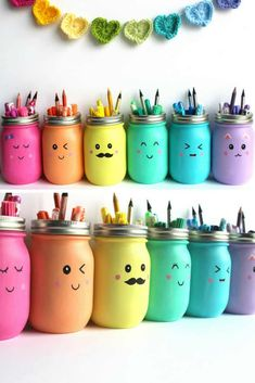 These Adorable DIY Painted Mason Jars Make Great Teacher Gifts Kawaii inspiriert.-- These Adorable DIY Painted Mason Jars Make Great Teacher Gifts Kawaii inspiriert DIY Einmachglas Stifthalter crafts Mason Jar Projects, Mason Jar Crafts, Diy Projects, Diy Crafts Jars, Homemade Crafts, Diys With Mason Jars, Crafts With Jars, Sewing Projects, Summer Crafts